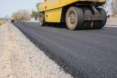Los revestimientos flexibles consisten en el hormigón del asfalto Fotos de archivo