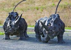 Los rinocerontes lanosos de la composición escultural Fotos de archivo
