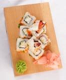 Los rodillos del sushi desean el camarón y el caviar Imagen de archivo libre de regalías