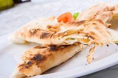Los rollos asados del lavash del pan llenaron de queso Foto de archivo libre de regalías