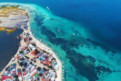 Los Roques, mar del Caribe Paisaje fantástico Gran escena de la playa fotos de archivo libres de regalías