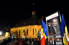 Los rumanos saludan a rey Michael con los globos del aire caliente en su día de nombre Imagen de archivo libre de regalías