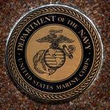 Los símbolos militares de los E.E.U.U. para Estados Unidos mantienen el aire de los infantes de marina de la marina de guerra Imagen de archivo