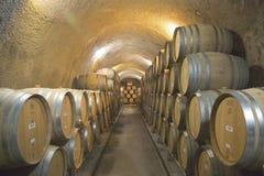 Los sótanos de Newton Winery en Napa Valley Imagen de archivo libre de regalías