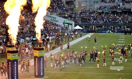 Los Seattle Seahawks toman el campo imagen de archivo libre de regalías