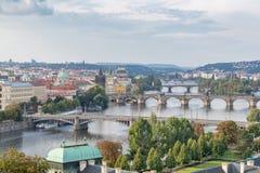 Los seis puentes sobre el río de Moldava en Praga fotos de archivo libres de regalías