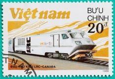 Los sellos impresos en Vietnam muestran el tren de la locomotora diesel Fotografía de archivo