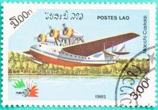 Los sellos usados con impreso en Laos muestran el avión Imagenes de archivo