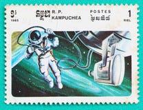 Los sellos usados imprimieron en temas del espacio de Camboya Foto de archivo