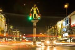 Los semáforos de la ciudad de Tailandia Krabi, gorila imagen de archivo