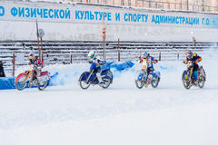 Los semi-finales del campeonato ruso en Ufa en un carretera el hielo en diciembre de 2016 Fotografía de archivo
