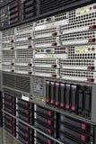 Los servidores apilan con los discos duros en un datacenter Foto de archivo libre de regalías