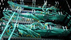 Los servidores crypto de la opinión de la parte trasera conectaron con los alambres verdes metrajes