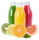 Los smoothies de la fruta del smoothie del jugo en botella dan fruto cuadrado aislado Foto de archivo libre de regalías