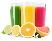 Los smoothies de las frutas de la fruta del smoothie del jugo anaranjados en vidrio aislaron o Imágenes de archivo libres de regalías