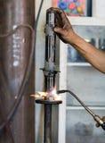 Los soldadores reparaban los amortiguadores de choque Imagen de archivo