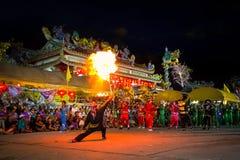 Los soldados de caballería del chino tradicional bailan realizado para una celebración lunar del Año Nuevo Imagen de archivo libre de regalías