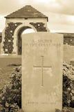 Los soldados del gran cementerio Flandes de la guerra sean Imagen de archivo libre de regalías