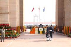 Los soldados indios en la puerta de la India el día de la república desfilan, 2014 Imagen de archivo