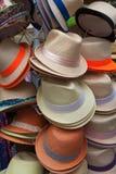 Los sombreros de los hombres para la venta Imágenes de archivo libres de regalías