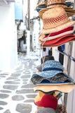Los sombreros del verano de la paja en mercado atascan al aire libre Foto de archivo