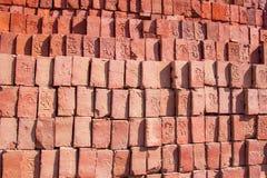 Los Stapel Ziegelsteine des roten Lehms Stockbilder