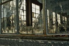 Los sueños quebrados, fábrica se cerraron abajo, vidrio roto Fotografía de archivo