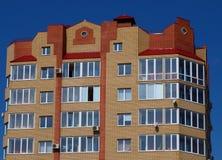 Los suelos superiores del edificio de varios pisos Fotografía de archivo