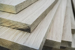 Los tableros del roble de madera son fabricación de los muebles de los paquetes fotos de archivo