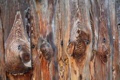 Los tablones de madera de la pared vieja broncean el fondo y la textura Foto de archivo libre de regalías