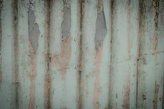 Los tablones viejos de la pared se agrietaron por un fondo rústico Fotos de archivo libres de regalías