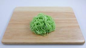 Los tallarines de huevo verdes (1) fotografía de archivo libre de regalías