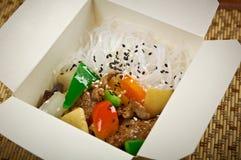 Los tallarines, la carne y la ostra chinos de arroz sauce Foto de archivo libre de regalías