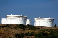 Los tanques de aceite archivados en el goa la India de Vasco Imagen de archivo