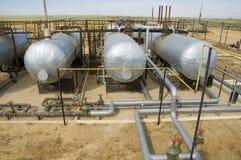 Los tanques de aceite en la estación de bombeo Imagen de archivo