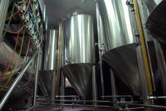 Los tanques de acero para la fabricación de la cerveza Fotografía de archivo libre de regalías