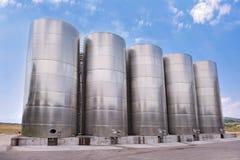 Los tanques de acero que salvan líquidos Imagenes de archivo