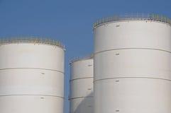 Los tanques de almacenaje de petróleo imagen de archivo