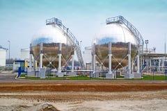 Los tanques de almacenamiento de aceite Fotos de archivo