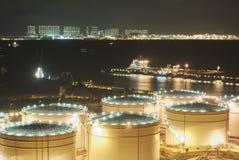 Los tanques de almacenamiento de aceite Foto de archivo libre de regalías