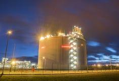 Los tanques de almacenamiento del GASERO, terminal del GASERO en Swinoujscie, Polonia Foto de archivo libre de regalías