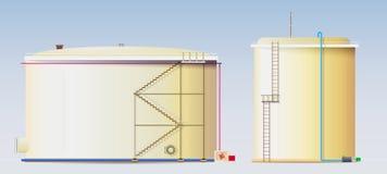 Los tanques de almacenamiento del petróleo crudo y una reserva de agua Imagen de archivo libre de regalías