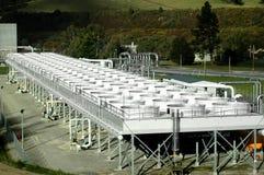 Los tanques de enfriamiento de la potencia geotérmica Fotos de archivo libres de regalías