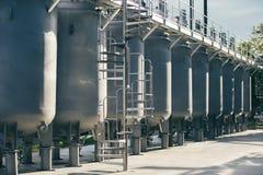 Los tanques de la fábrica del vino afuera imagen de archivo libre de regalías