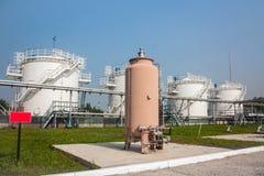 Los tanques de la tienda del combustible de complejo de reaprovisionamiento de combustible Fotos de archivo