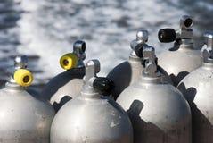 Los tanques de oxígeno del equipo de submarinismo Imagenes de archivo