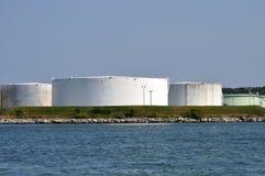 Los tanques de petróleo fotografía de archivo libre de regalías
