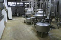 Los tanques de presión de temperatura controlada en fábrica Fotografía de archivo libre de regalías