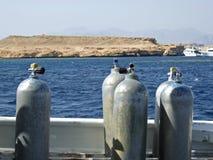 Los tanques del aire para el buceo con escafandra en una nave Imágenes de archivo libres de regalías