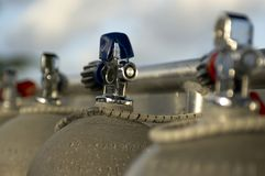 Los tanques del equipo de submarinismo Fotos de archivo libres de regalías